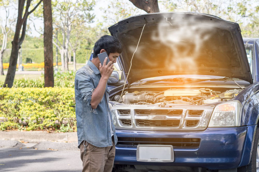 Lynnwood Car Owners Should Carry an Emergency Road Kit